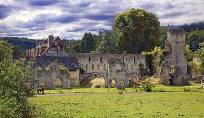 3 abbaye de mortemer pays de bray caux